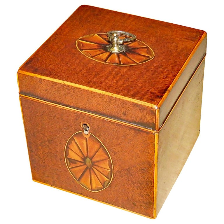 18th Century Georgian Mahogany English Square Tea Caddy For Sale