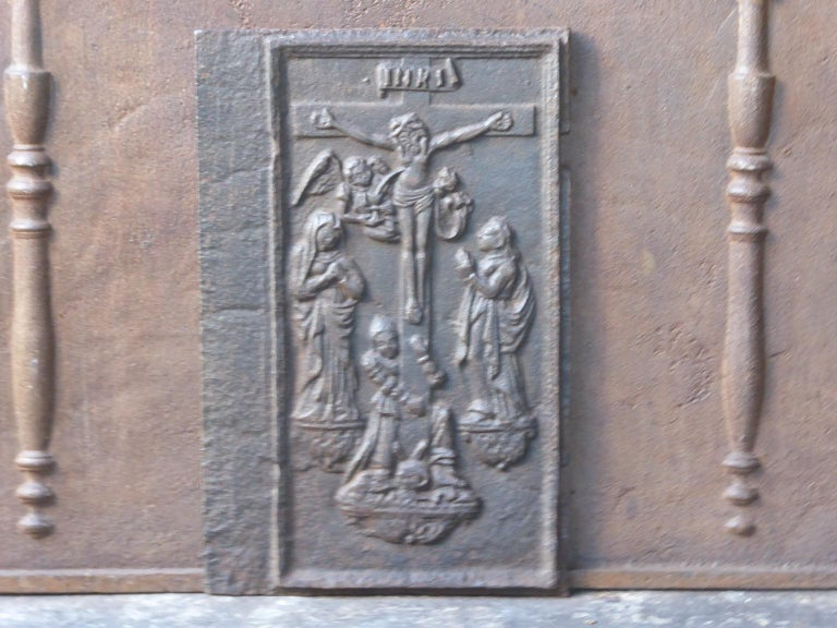 18th century German Gothic style fireback with a religious theme. The fireback is made of cast iron and has a natural brown patina. Upon request it can be made black. The fireback is in a good condition and does not have cracks.
