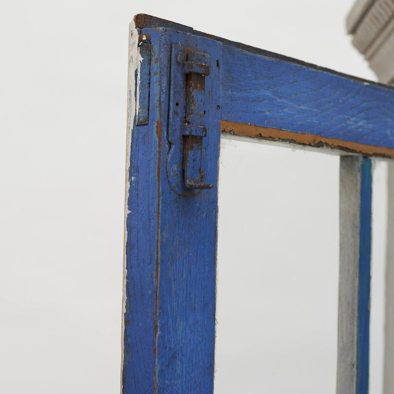 18th Century Gustavian 2-Door Cabinet with Beautiful Blue Color Inside For Sale 1