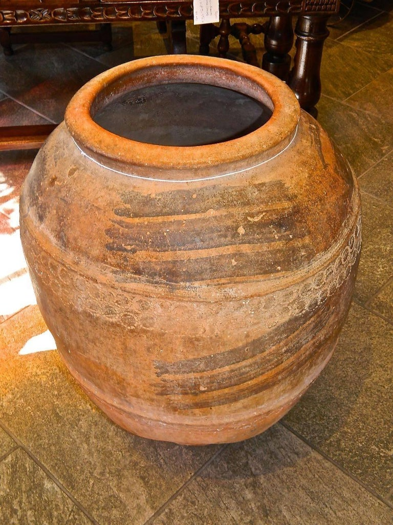18th Century Hand-Streaked Spanish Terracotta Water Jar In Excellent Condition For Sale In Santa Fe, NM