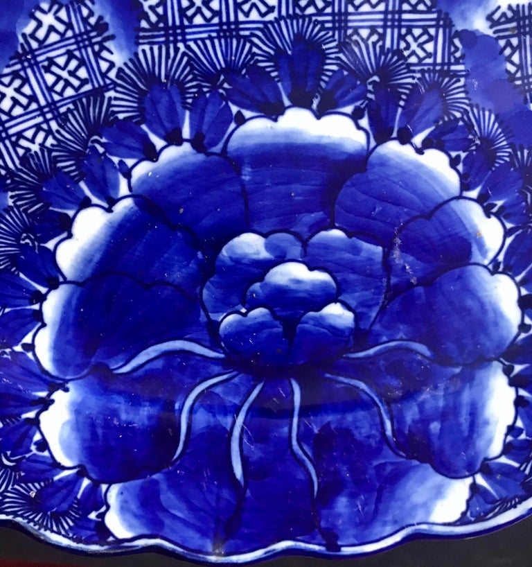 Painted 18th Century Imari Blue and White Round Scalloped Japanese Oversized Platter For Sale