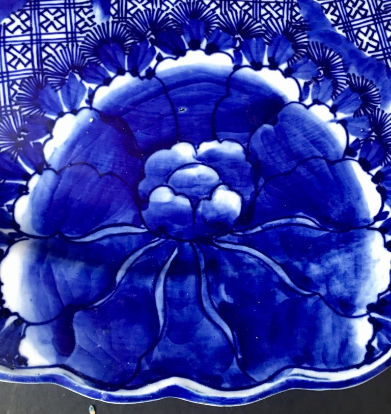 18th Century and Earlier 18th Century Imari Blue and White Round Scalloped Japanese Oversized Platter For Sale