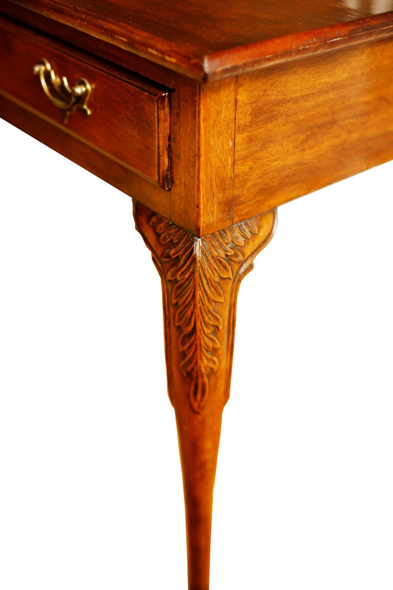 Gorgeous mahogany George II mahogany tea or silver table with tray top and frieze drawer. The slender elegant cabriole legs bear acanthus knee carving and terminate in delicate trifid feet, Ireland, circa 1760.