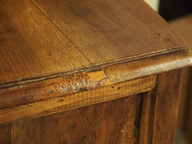 18th Century Italian Burl Walnut Chest of Drawers For Sale 6