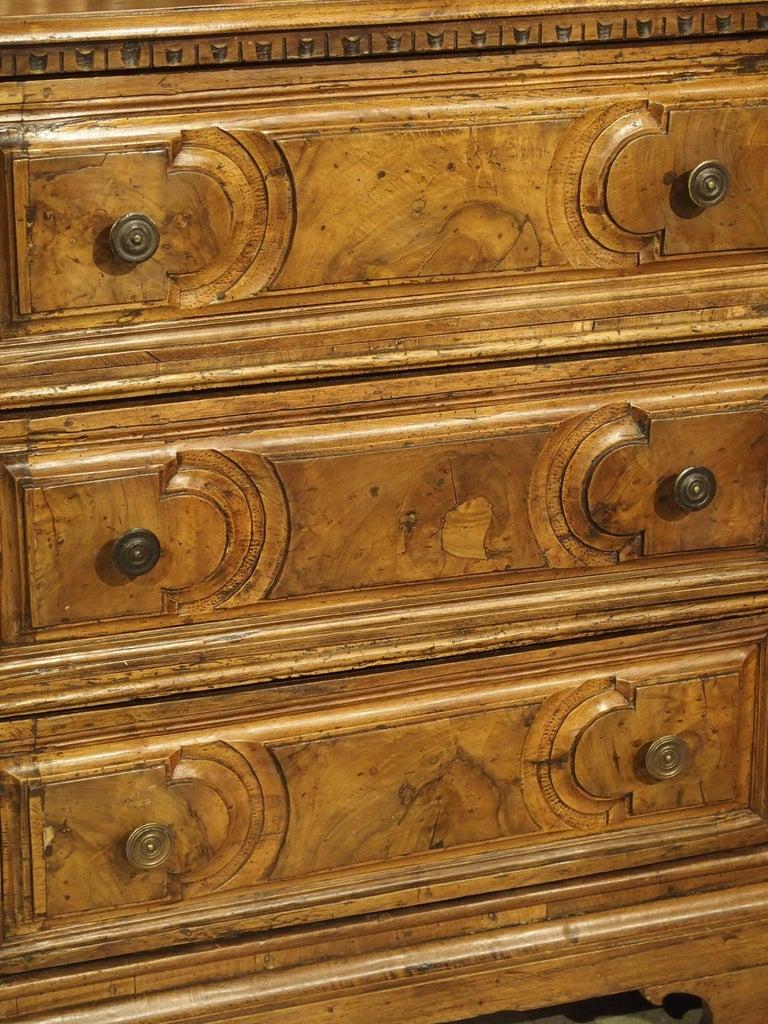 18th Century Italian Burl Walnut Chest of Drawers For Sale 8