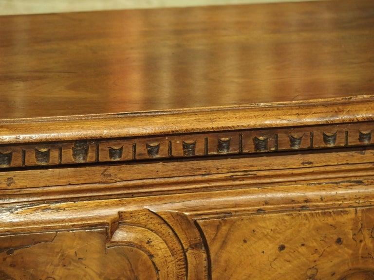 18th Century Italian Burl Walnut Chest of Drawers For Sale 9