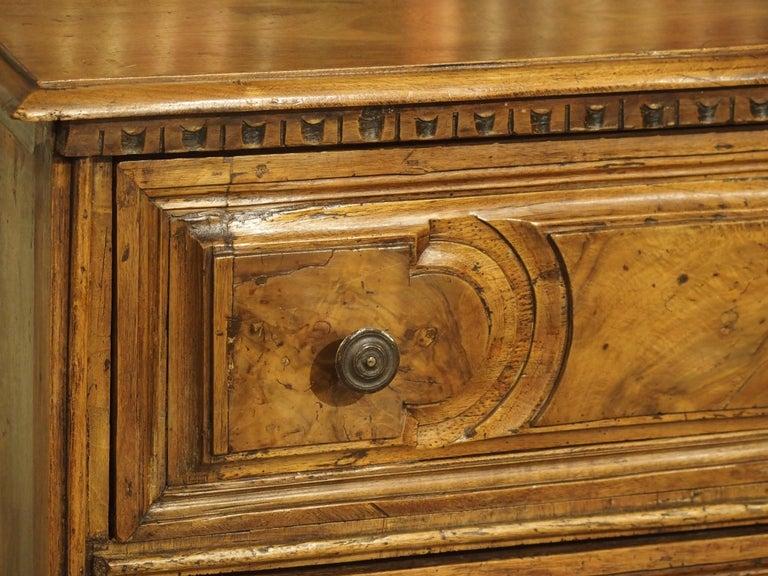 18th Century Italian Burl Walnut Chest of Drawers For Sale 10