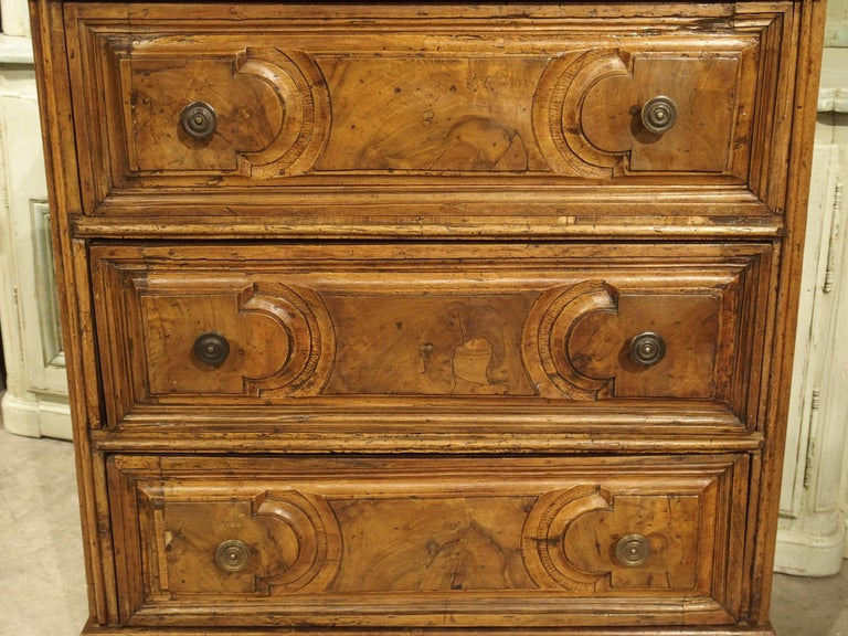 18th Century Italian Burl Walnut Chest of Drawers In Good Condition For Sale In Dallas, TX