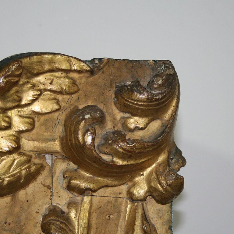 18th Century Italian Carved Giltwood Baroque Tabernacle with Angel For Sale 7