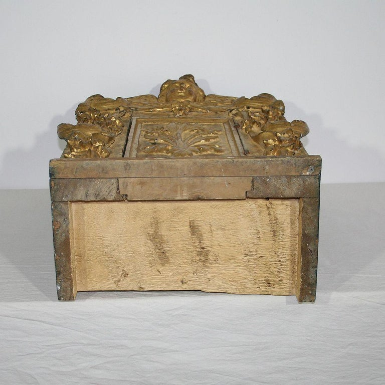 18th Century Italian Carved Giltwood Baroque Tabernacle with Angel For Sale 12