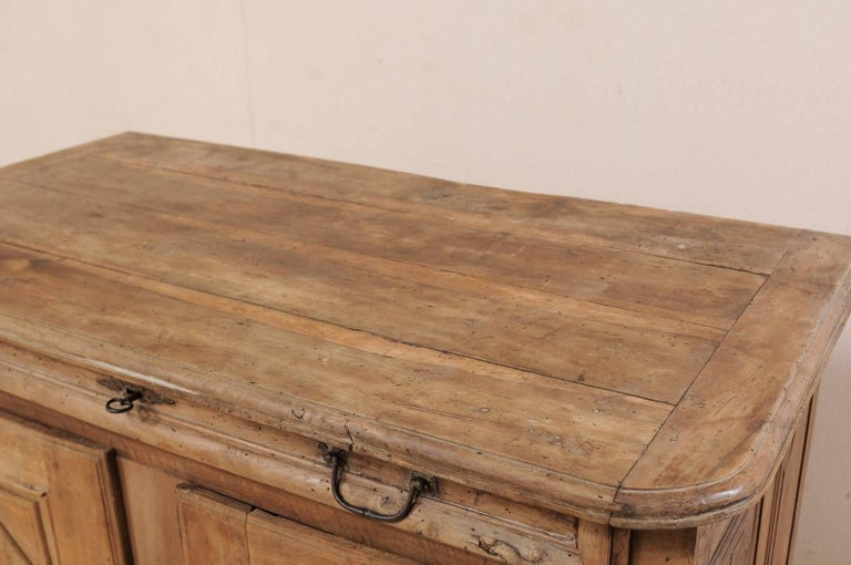 An 18th C. Italian Carved Walnut Wood 2-Door & Single Drawer Buffet Credenza For Sale 1