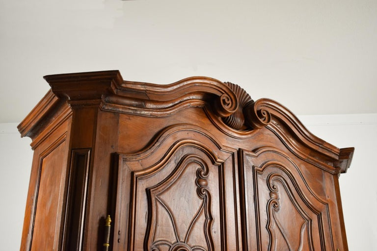 18th Century Italian Carved Walnut Wood Wardrobe  For Sale 10
