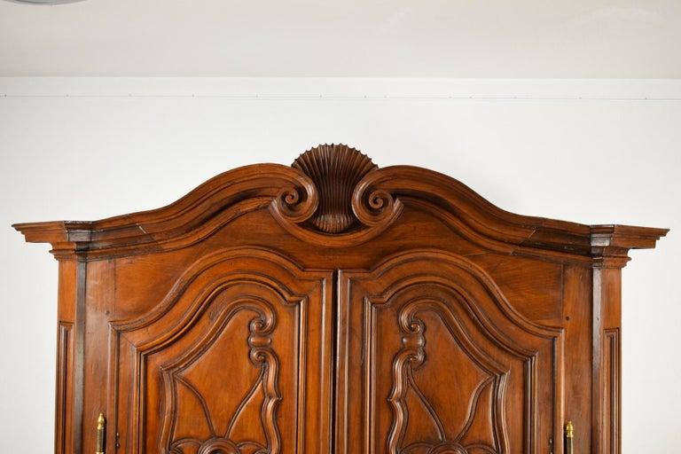 18th Century Italian Carved Walnut Wood Wardrobe  For Sale 11
