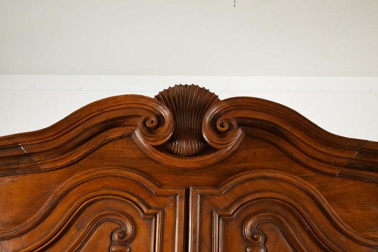 18th Century Italian Carved Walnut Wood Wardrobe  For Sale 12