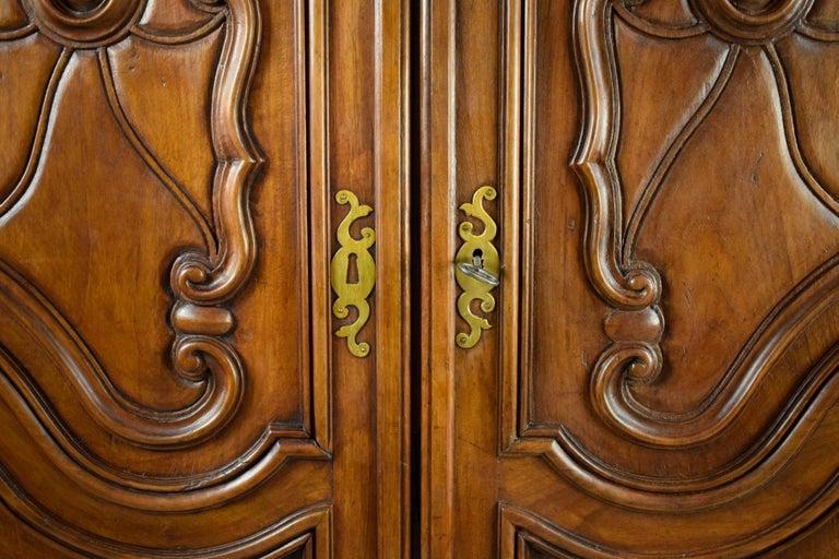 18th Century Italian Carved Walnut Wood Wardrobe  For Sale 1