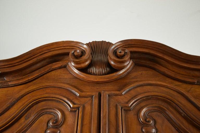 18th Century Italian Carved Walnut Wood Wardrobe  For Sale 3