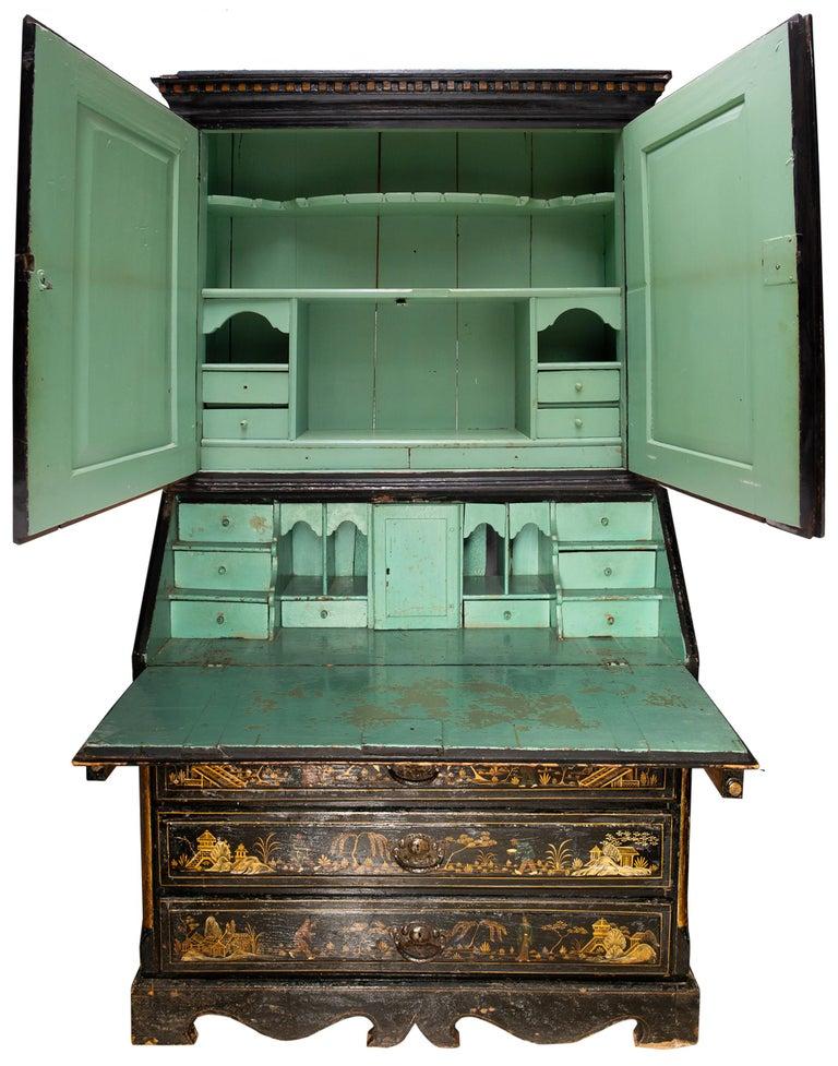 18th Century Italian Chinoiserie Lacquer Bureau Bookcase In Good Condition For Sale In Brighton, Sussex