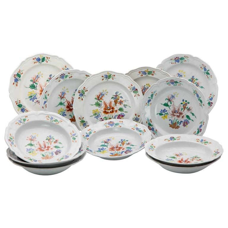 18th Century Italian Doccia Porcelain Dinner Service For Sale