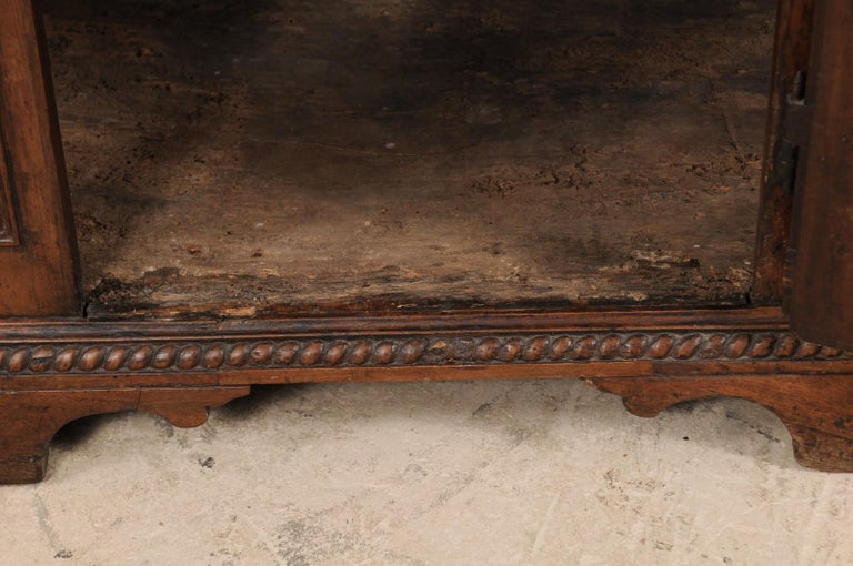 18th Century Italian Exquisitely Carved Walnut Wood Credenza Sideboard For Sale 6