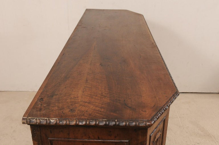 18th Century Italian Exquisitely Carved Walnut Wood Credenza Sideboard In Good Condition For Sale In Atlanta, GA