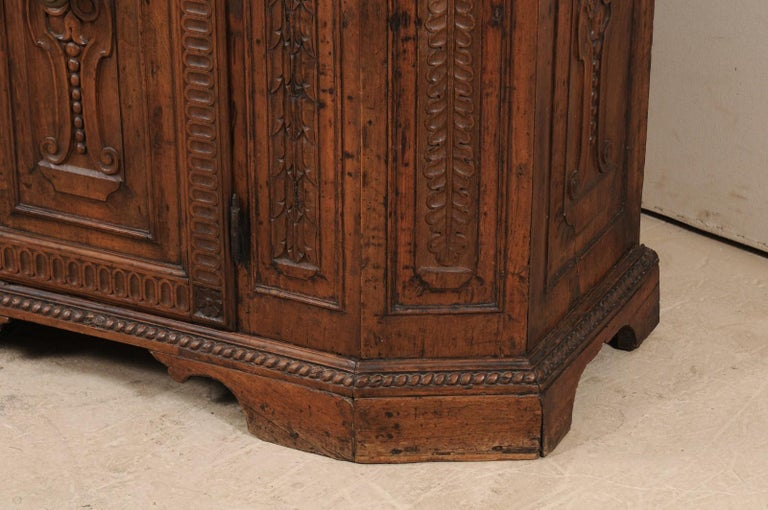 18th Century Italian Exquisitely Carved Walnut Wood Credenza Sideboard For Sale 1