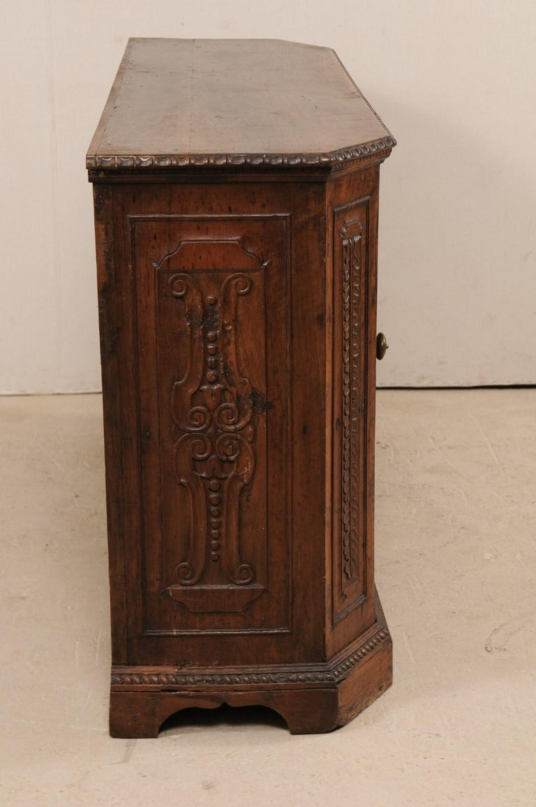 18th Century Italian Exquisitely Carved Walnut Wood Credenza Sideboard For Sale 2
