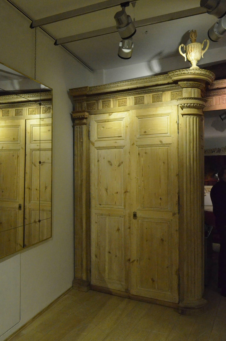 18th Century Italian Four Doors Wood Storage Cabinet Wardrobe Boiserie In Good Condition For Sale In Milano, IT