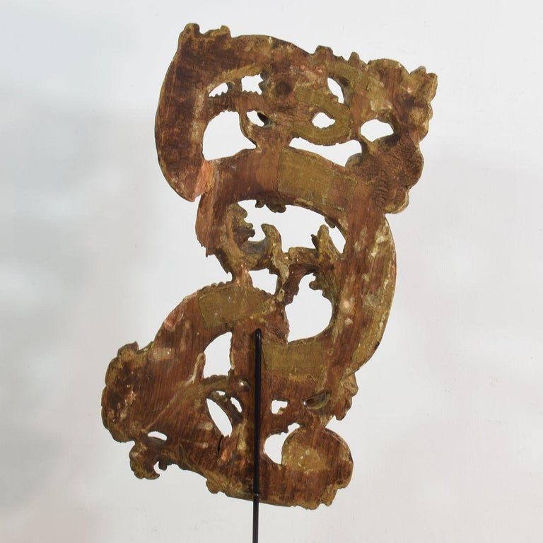 18th Century Italian Giltwood Baroque Curl Ornament For Sale 4
