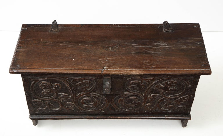 18th Century Italian Jacobean Coffer In Good Condition For Sale In New York, NY