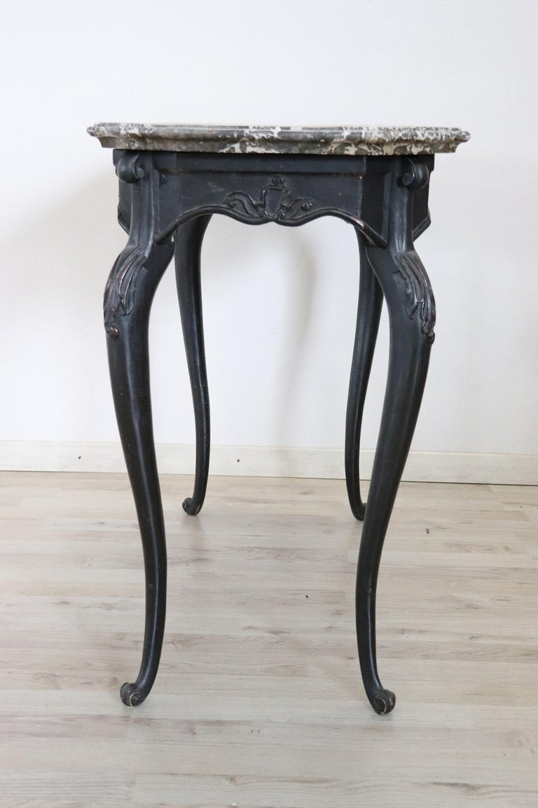 18th Century Italian Louis XV Walnut Carved Center Hall Table with Marble Top For Sale 5