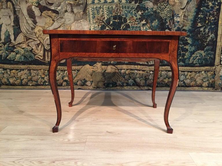 18th Century, Italian Louis XV Wood Center Desk For Sale 3