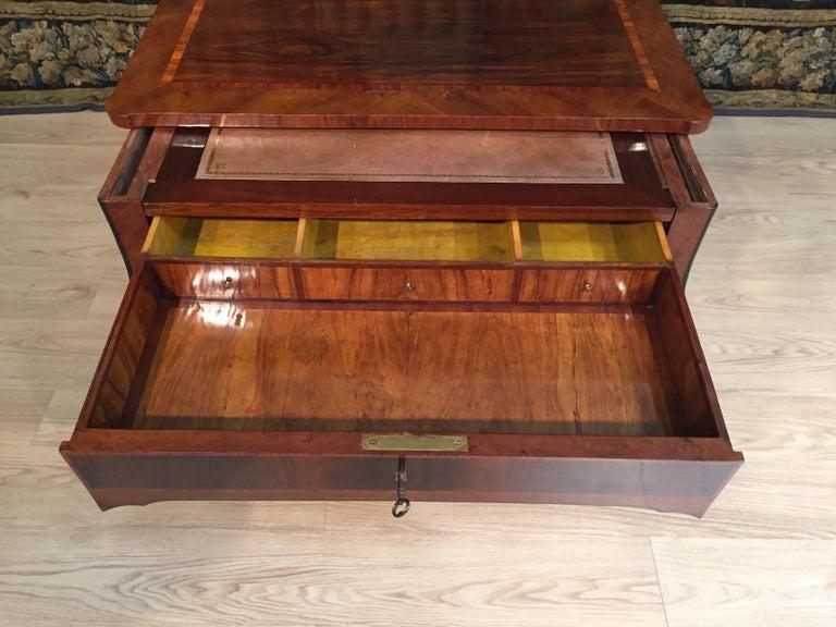 18th Century, Italian Louis XV Wood Center Desk For Sale 4