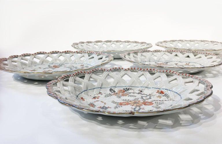 18th Century Italian Maiolica Five Dishes, Milano, circa 1770 For Sale 8