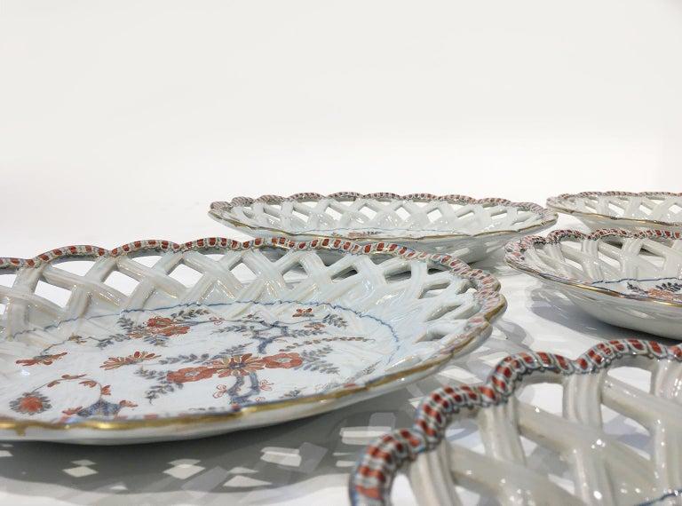 18th Century Italian Maiolica Five Dishes, Milano, circa 1770 For Sale 9