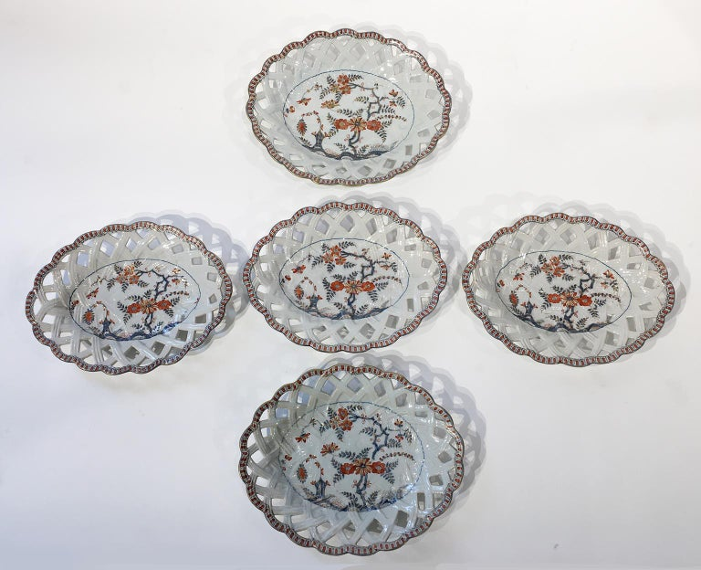 18th Century Italian Maiolica Five Dishes, Milano, circa 1770 For Sale 1