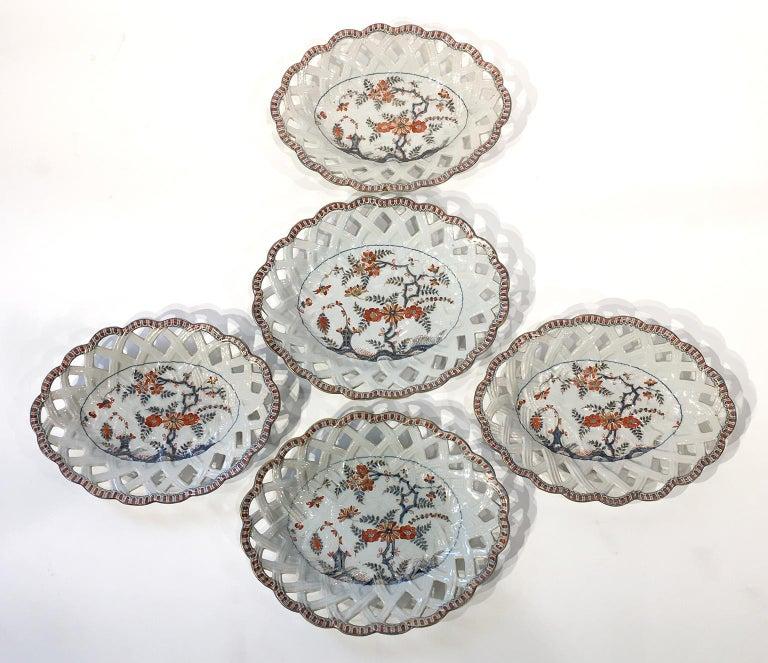 18th Century Italian Maiolica Five Dishes, Milano, circa 1770 For Sale 2