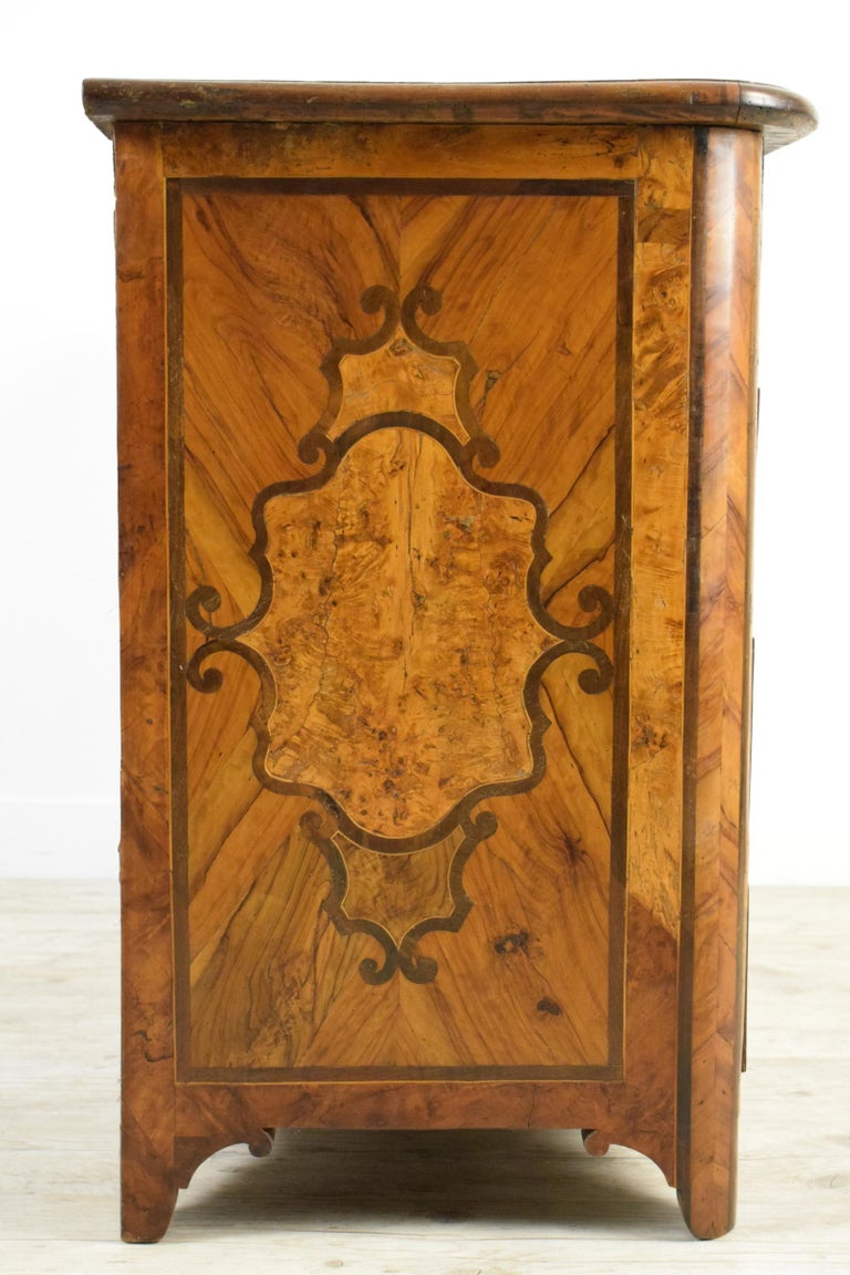 18th Century, Italian Olive Wood Paved and Inlaid Cest of Drawers For Sale 1