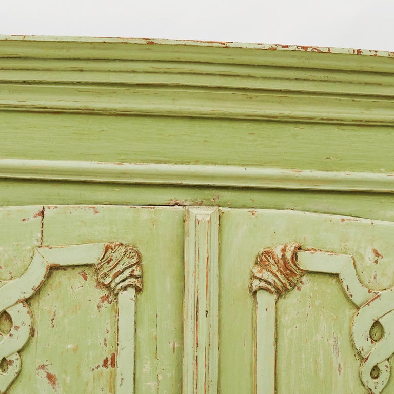 18th Century Italian Rococo Cabinet in Original Green Color For Sale 6