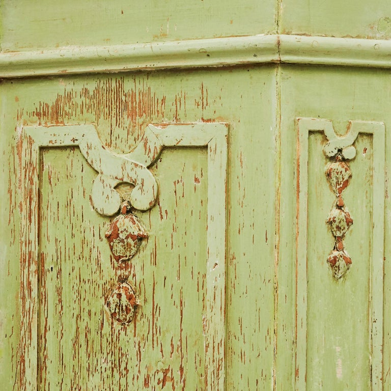 18th Century Italian Rococo Cabinet in Original Green Color For Sale 8