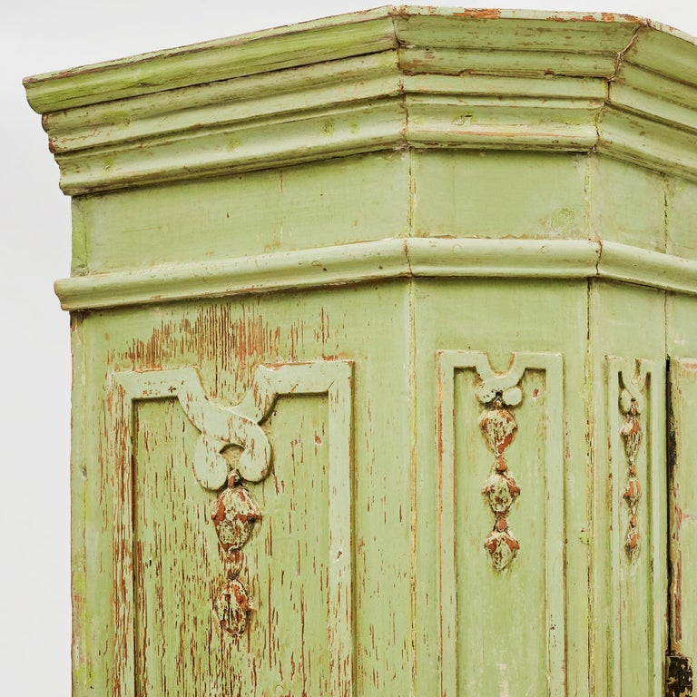 18th Century Italian Rococo Cabinet in Original Green Color For Sale 10