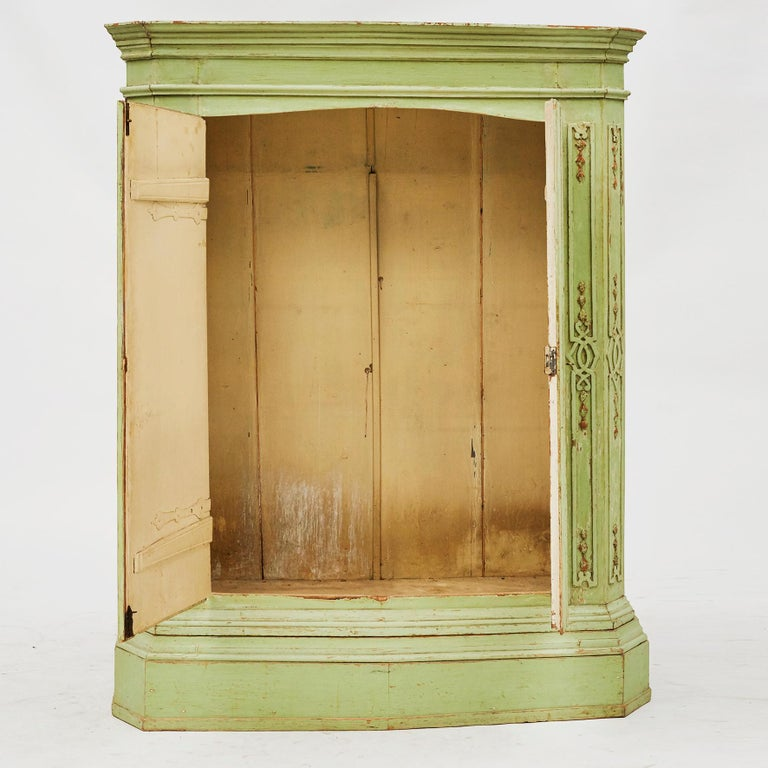 18th Century Italian Rococo Cabinet in Original Green Color In Good Condition For Sale In Nordhavn, DK