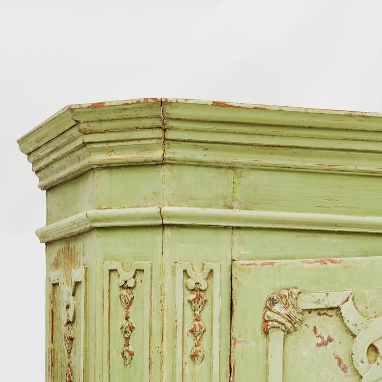 18th Century Italian Rococo Cabinet in Original Green Color For Sale 2
