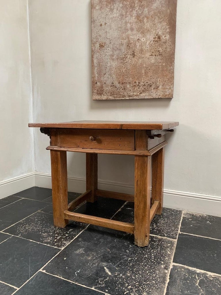 18th Century Italian Side Table Rent Table In Good Condition For Sale In Vosselaar, BE