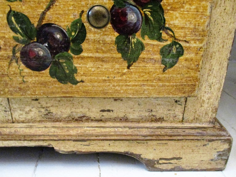 18th Century Italian Trompe L'oeil Painted Cupboard For Sale 3