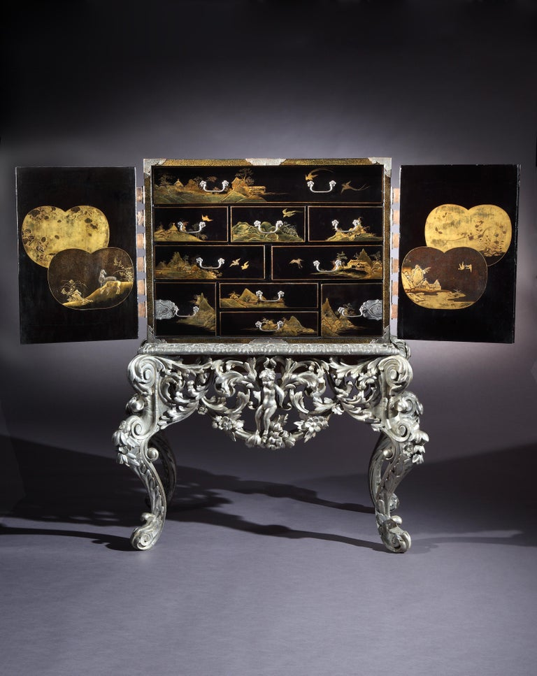18th Century Japanese Lacquer Cabinet on William and Mary Silvered Stand In Good Condition For Sale In London, GB