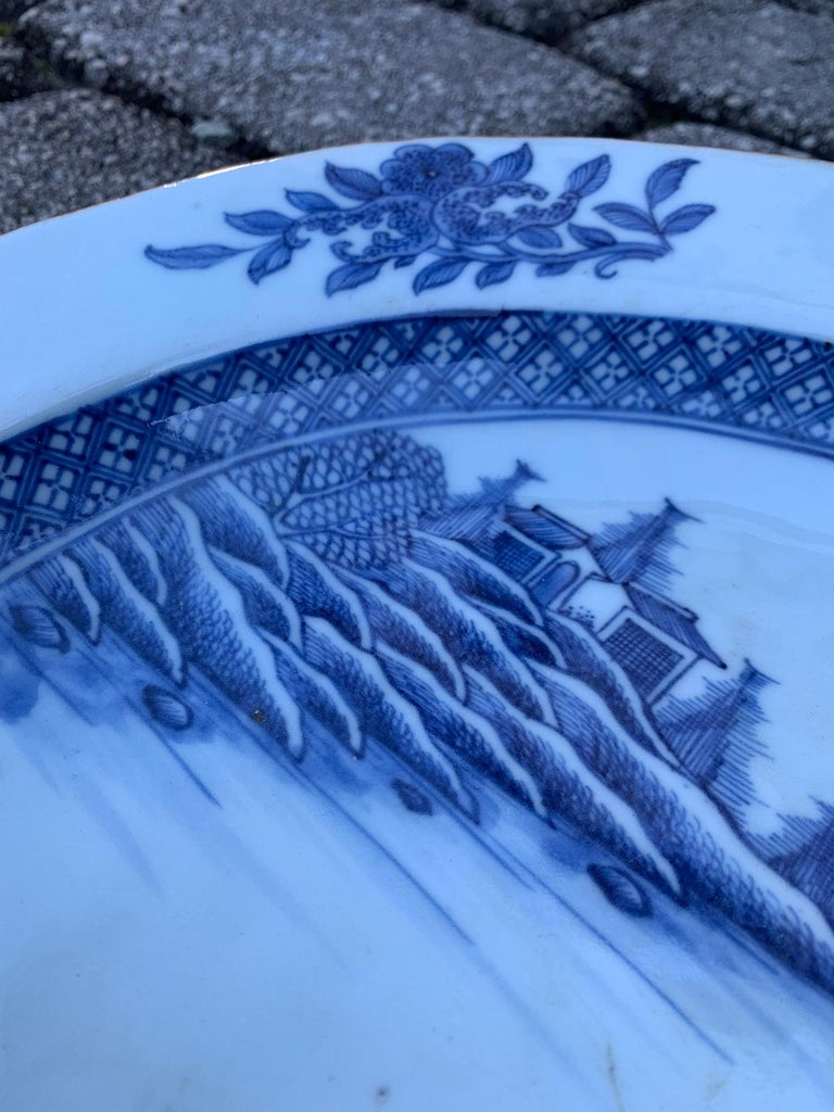 18th Century Large Chinese Blue and White Charger For Sale 3