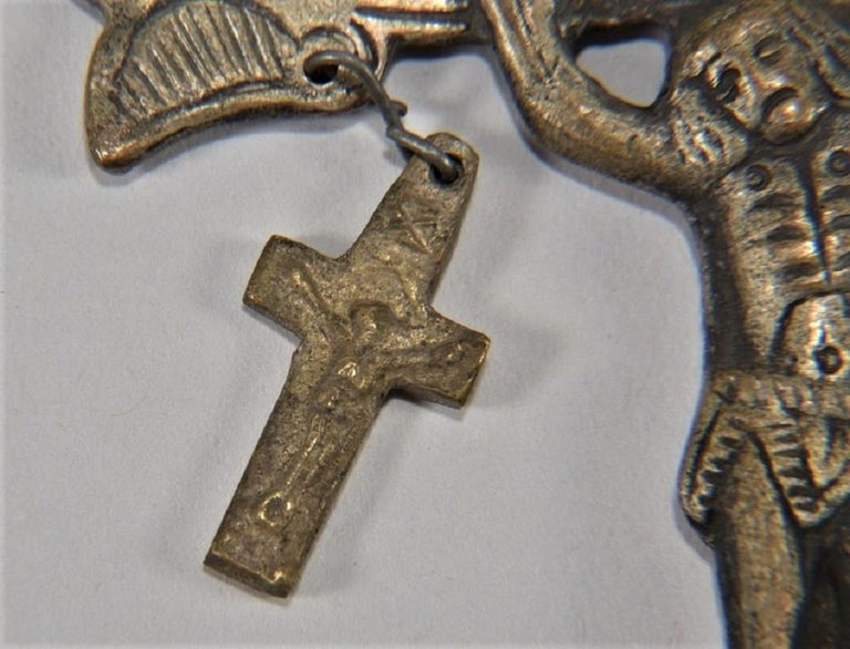 18th Century Large Gothic Revival Cross Pendant, Rare Reliquary Crucifix, Italy In Good Condition For Sale In Frankfurt am Main, DE