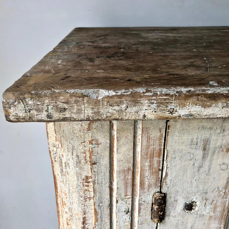 18th Century Large Swedish Period Gustavian Sideboard In Good Condition For Sale In Charleston, SC