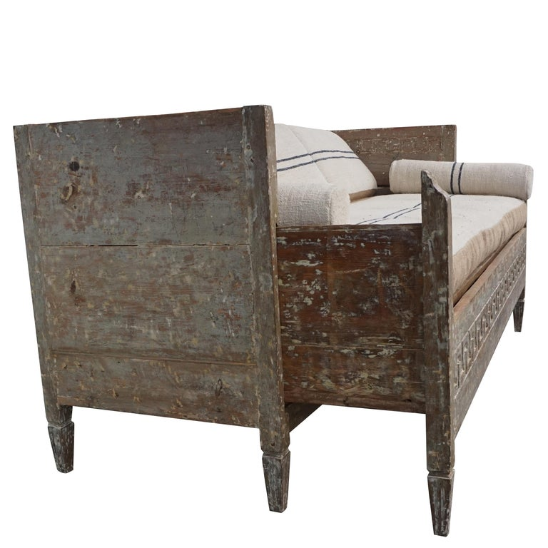 18th Century Lit Du Jour, Swedish Gustavian Pinewood Day Bed, Antique Wood Sofa In Good Condition For Sale In West Palm Beach, FL