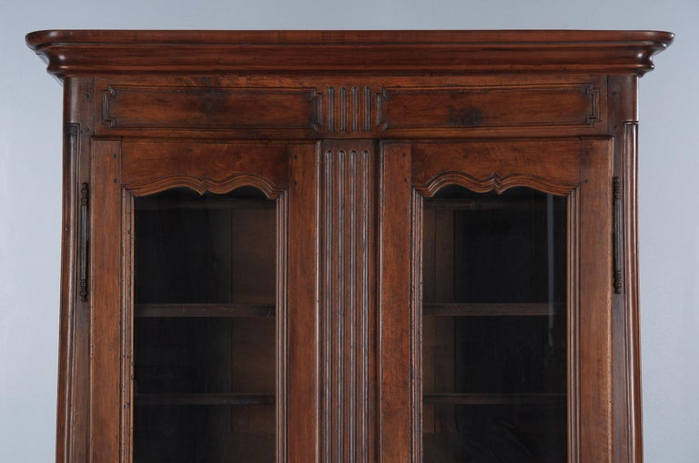 18th Century Louis XIV French Walnut Armoire or Vitrine In Good Condition For Sale In Austin, TX